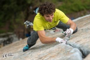 Crack climbing in Esigo